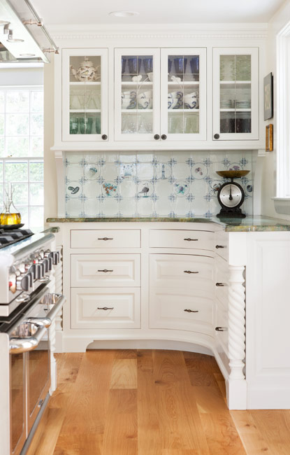 White Painted Curved Custom Kitchen Cabinetry